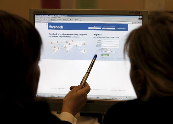 Profesionales recomiendan cuidar datos personales que se suben a Internet. Foto: EFE