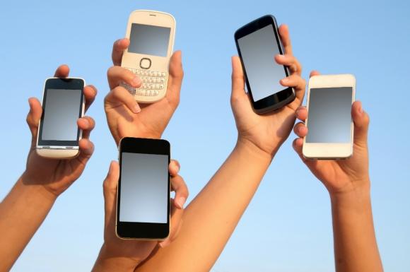 Cada dos años se cambia el celular, qué hacer con el viejo es el dilema.
