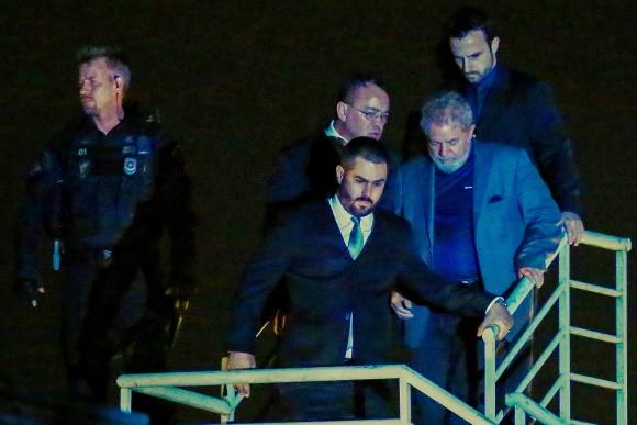 Lula llega a la cárcel en Curitiba. Foto: AFP