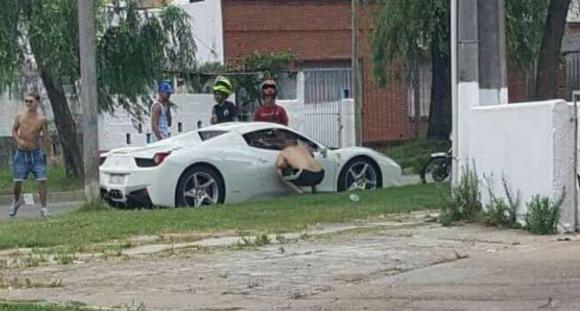 Malvín Norte. Las redes sociales mostraron a la Ferrari por las calles de ese barrio; pertenecía al empresario Mehmet Aydin.