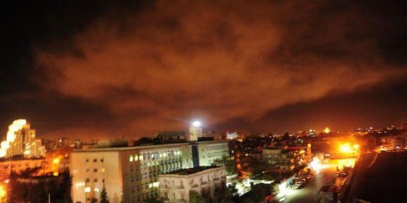 Foto publicada por el gobierno sirio que muestra una explosión en Damasco. Foto: AFP