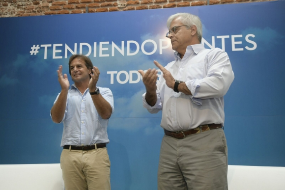 Luis Lacalle Pou y Gonzalo Mujica. Foto: Marcelo Bonjour