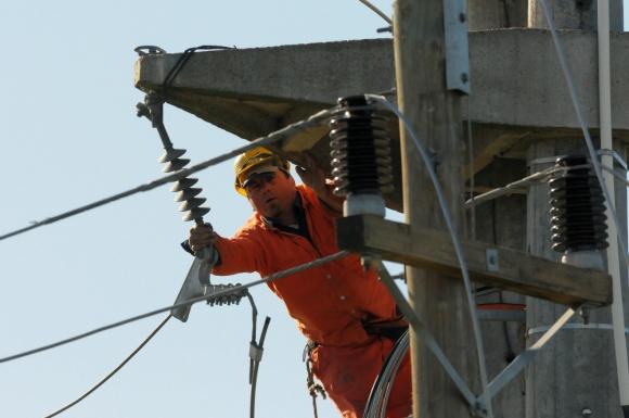 """Líneas: la inversión en ellas son """"vitales"""" dijo el presidente de UTE. Foto: D. Borrelli"""