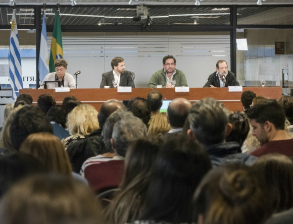 """Foro: la jornada """"Impactos y análisis de plaguicidas en humanos"""", que se hizo el viernes 14 en el Parlamento. Foto: Parlamento del Uruguay"""