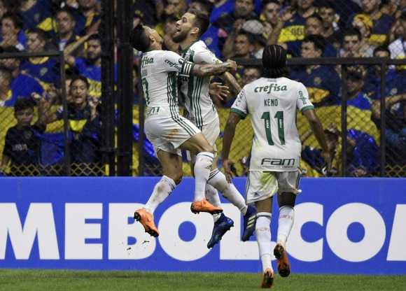 Lucas Lima junto a sus compañeros celebra el segundo tanto de Palmeiras