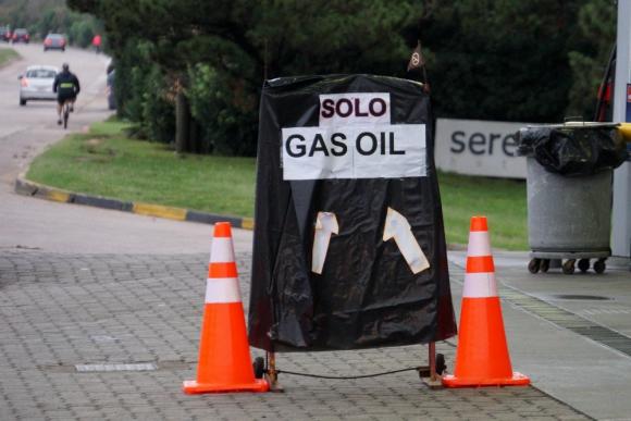Algunas estaciones solo tenían gas oil. Foto: Ricardo Figueredo