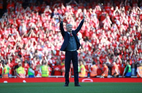 El Emirates Stadium lució colmado para saludar a Arsene Wenger