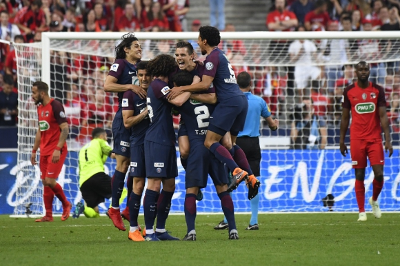 Paris Saint-Germain festeja el gol de Lo Celso en la final. Foto: AFP