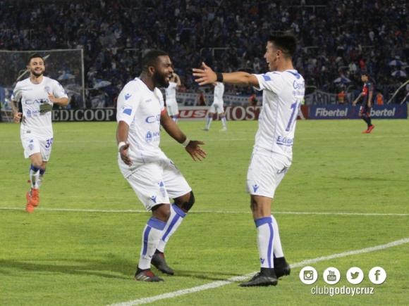 El 'Morro' García festeja su gol ante Tigre. Foto: Godoy Cruz