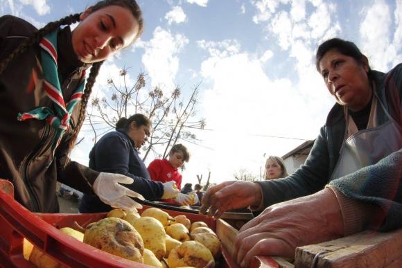 Redalco: evitan que una gran cantidad de frutas y verduras terminen en la volqueta. Foto: involucrate.com.uy