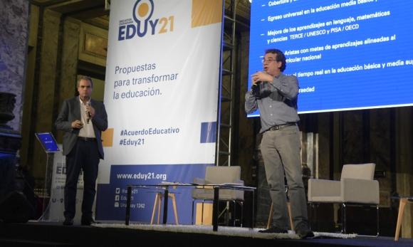"""Los educadores Renato Opertti y Fernando Filgueira presentaron el """"A-B-C"""" de la reforma educativa que planea Eduy21. Foto: Marcelo Bonjour"""