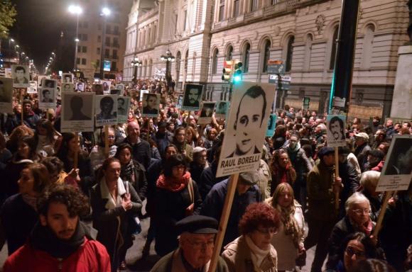 Miles marcharon ayer en reclamo de información al gobierno sobre los desaparecidos. Foto: Estefanía Leal