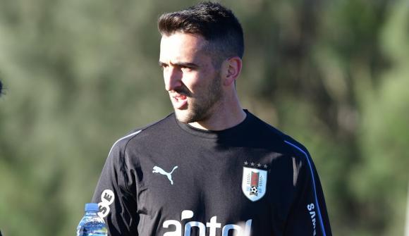 Matías Vecino en el entrenamiento de la selección uruguaya en el Complejo Celeste. Foto: Nicolás Pereyra