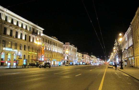 El programa En Foco (Canal 4) mostró cómo se pavimentaba la Av. Nevsky en pocas horas y generó comparaciones. Foto: Wikipedia