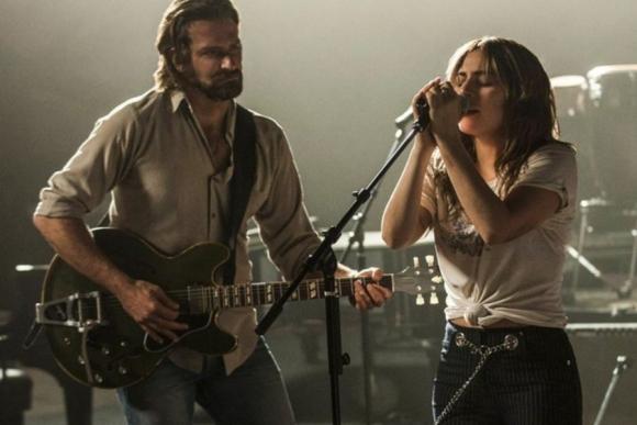 Lady Gaga y Bradley Cooper en Nace una estrella
