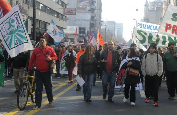 Conflictividad. Los sindicatos definen las medidas a adoptar a horas de que el gobierno les comunique el incremento en la Rendición. Foto: Ariel  Colmegna.