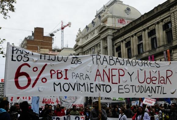 Reclamos: la enseñanza pide que, al menos, se alcance el 6% del PIB para la educación en 2020 y el 1% de PIB para la investigación. Foto: Marcelo Bonjour.