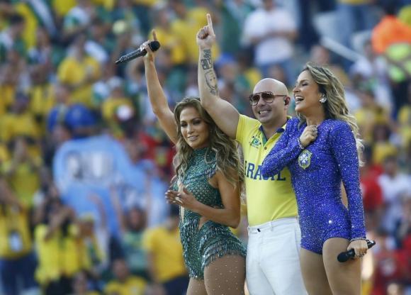 Pitbull, Jennifer López y Claudia Leitte en la inauguración del Mundial de Brasil 2014. Foto: Reuters.