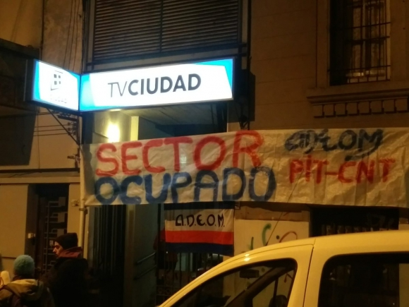 Adeom ocupó las instalaciones de Tv Ciudad. Foto: Twitter @adeommvd