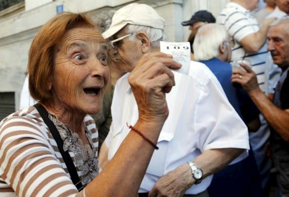 Jubilados: según el prestador que pague la jubilación, se podrá ver favorecido o que el ingreso está por debajo de los $ 12.300. Foto: Reuters