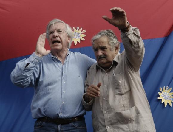 Otros tiempos: Mujica y Astori haciendo campaña juntos para las elecciones nacionales de 2009. Foto: archivo El País.