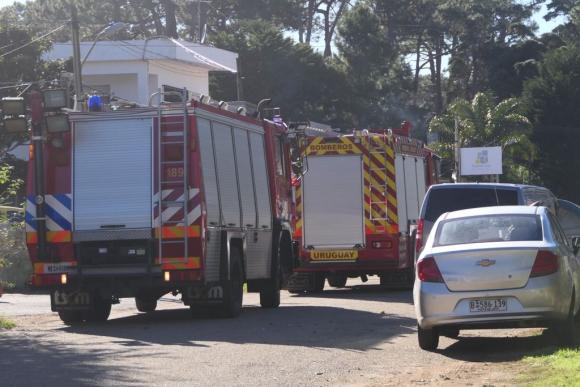 Bomberos y Policía concurrieron al lugar. Foto: Ricardo Figueredo