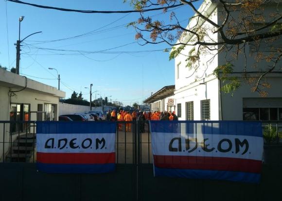 En conflicto: ocupación de trabajadores en la jornada de ayer. Foto: Adeom