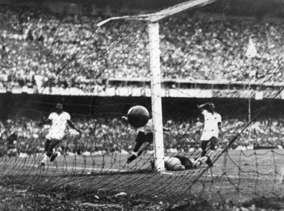 Uruguay venció a Brasil por 2 a 1 el 16 de julio de 1950. Foto: Archivo El País.