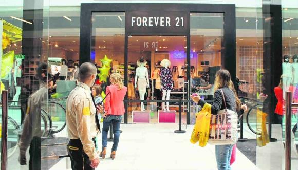 Forever 21. Los retailers internacionales de moda, entre ellas el gigante estadounidense, tienden a ocupar grandes superficies y a ofrecer una atención de autoservicio.