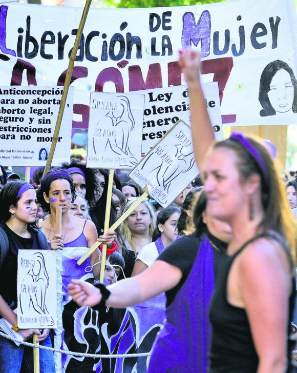 Les que luchan: colectivos feministas se hacen escuchar cada vez más y logran que algunos cambien su lenguaje. Foto: Gerardo Pérez.