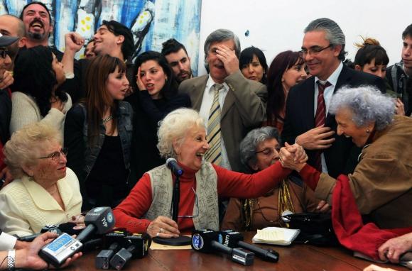 Abuelas de Plaza de Mayo en conferencia de prensa. Foto: AFP / Archivo.