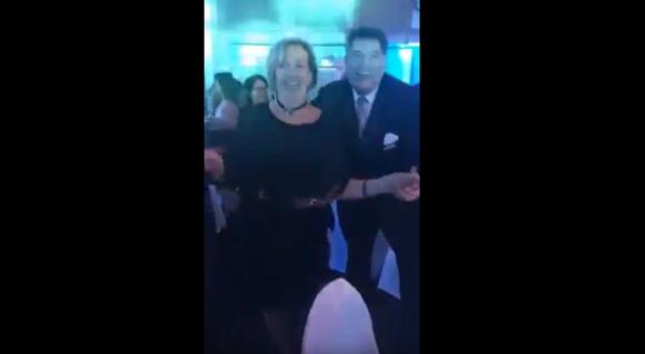 María Julia Muñoz baila cumbia con Gustavo de los Santos.