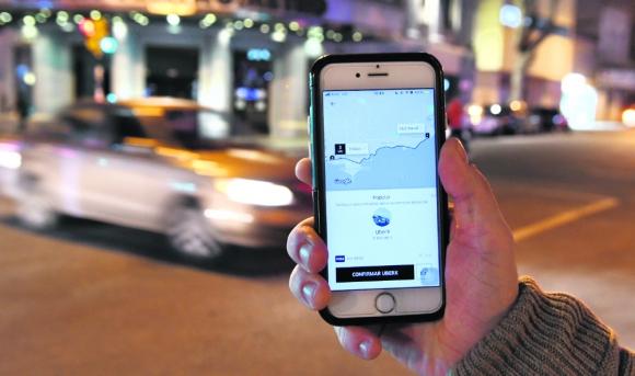 Tarifa dinámica: una mayor demanda y una baja cantidad de conductores dispara los precios al solicitar los viajes. Foto: Darwin Borrelli
