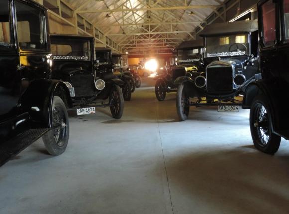 Museo de coches antiguos y máquinas reconstruidas. Foto: Hotel Museo y Restaurant Fordt City