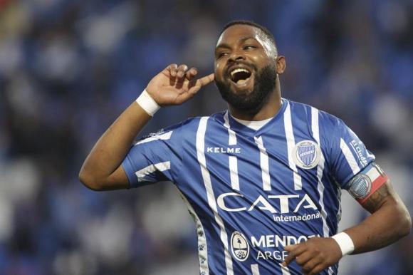 Santiago Morro Garcia festejando el gol de Godoy Cruz