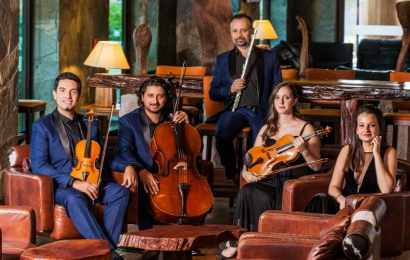 El ensamble chileno Teatro del Lago se presenta por primera vez en nuestro país.