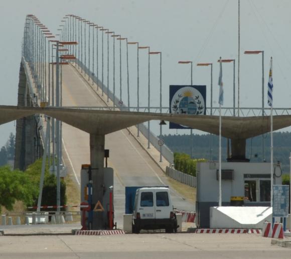 Se extreman los cuidados en cada paso fronterizo, desde Artigas a Colonia. Foto: archivo El País