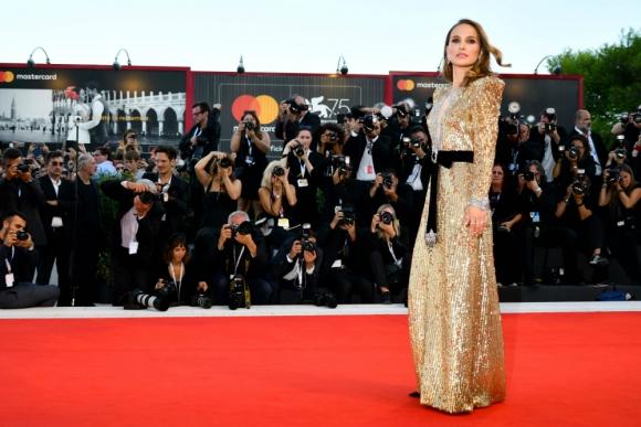 Natalie Portman en la alfombra roja de Venecia donde llegó para promocionar su película Vox Lux.
