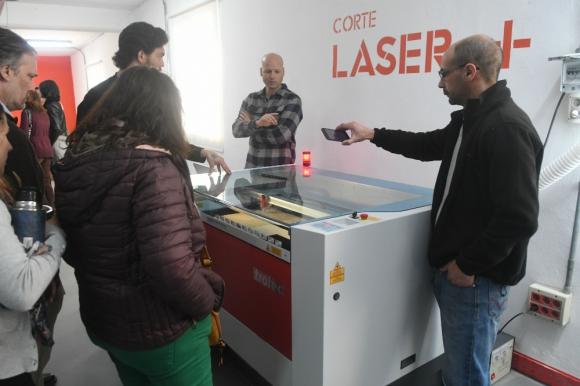 Son 7 las impresoras 3D que hay en el laboratorio, en donde también se cuenta con cortadora láser y máquinas para grabar madera. Foto: Francisco Flores