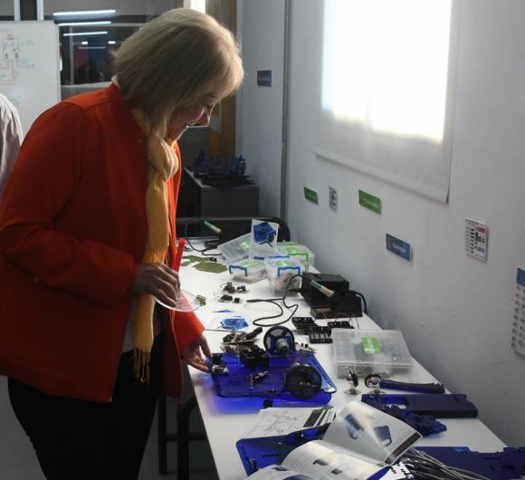 La ministra de Industria, Carolina Cosse en la inauguración del Laboratorio de Fabricación Digital, conocido como Fablab. Foto: Francisco Flores