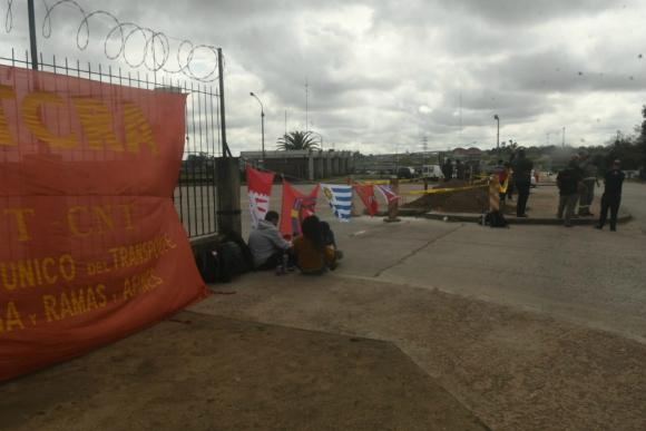 Sutcra paraliza actividades en planta de La Tablada. Foto: Francisco Flores.