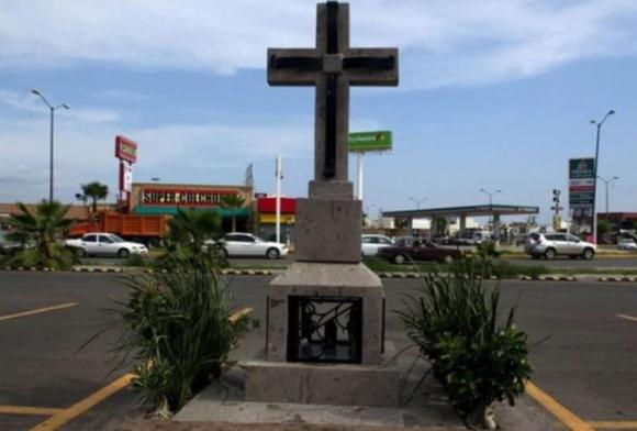 El altar en homenaje a los tres jóvenes asesinados