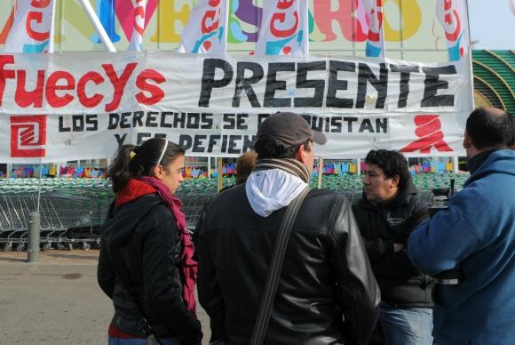 Super: las empresas plantearon una reducción de los salarios y compensar la pérdida a los dos años. Foto: archivo El País