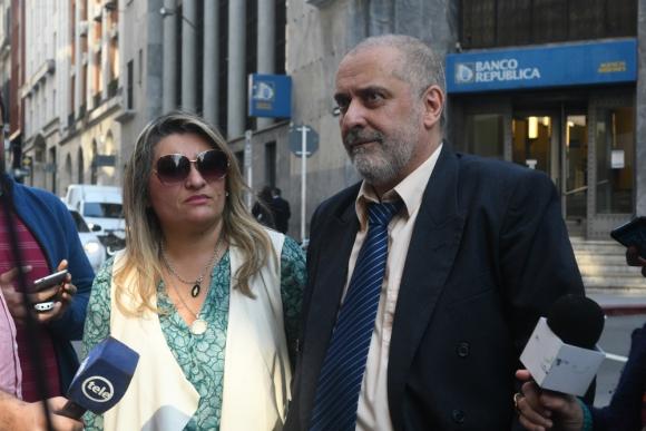 Caso. La abogada Silvia Etchebarne y su cliente Walter Alcántara. Afirma que no hubo agresión. Foto: Francisco Flores.