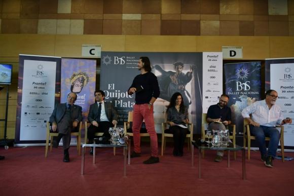 Ibarra, Naser, Yebra, Li, Sanguinetti y Milllán en la conferencia de El quijote del Plata. Foto: Fernando Ponzetto