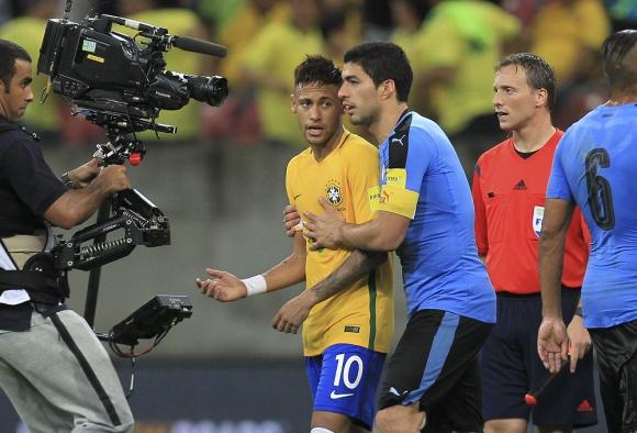 Neymar y Suárez en el partido entre la selección de Brasil y la de Uruguay