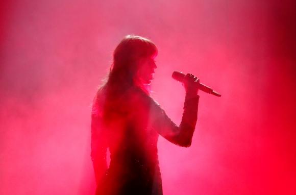 Taylor Swift abre la ceremonia de los AMAs 2018. Foto: reuters