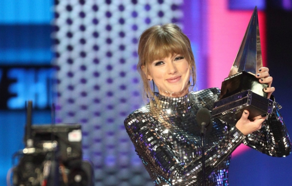 Taylor Swift, la gran ganadora de la noche de los American Music Awards