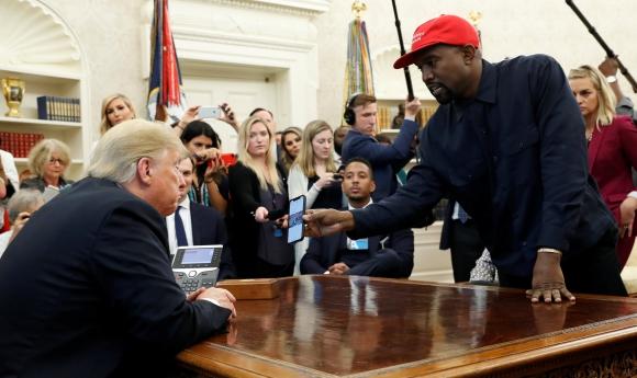 Donald Trump junto a Kanye West este jueves en la Casa Blanca