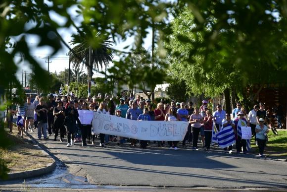 Unos 200 vecinos se movilizaron en la Ruta 6 y la zona céntrica de Toledo para reclamar por la inseguridad. Foto: Fernando Ponzetto